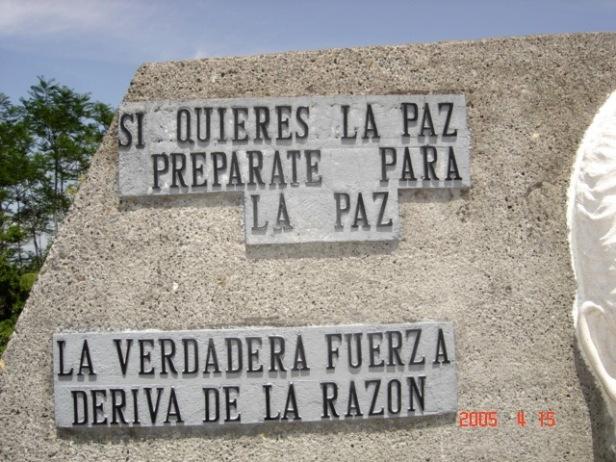 Ønsker du fred, vær klar for fred / Ekte styrke kommer av fornuften. (Fra University for Peace, Costa Rica.)